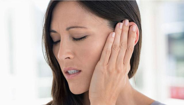 Отек уха, опухают уши: причини и симптоми, лечение