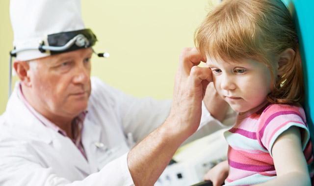 Течет из уха: гной, жидкость (прозрачная, желтая), сера - причини, лечение