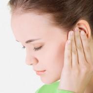 Как лечить отит в домашних условиях или первая помощь при боли в ушах
