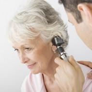 Боль в левом ухе: что делать, причины
