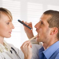 Может ли от кандидоза болеть горло