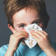 При сморкании кровь из носа